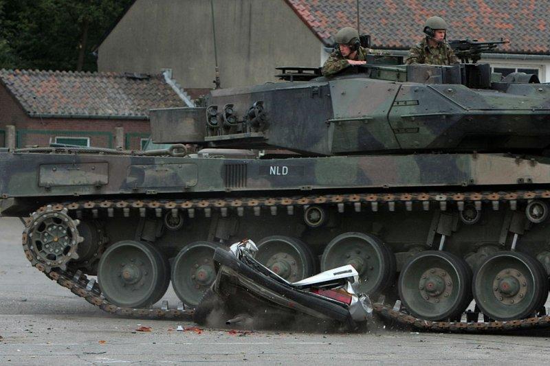tank-vs-car-05