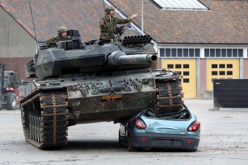 tank-vs-car-06