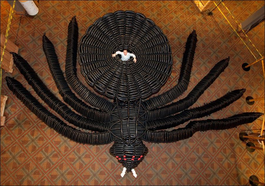 Паук, сделанный из воздушных шариков