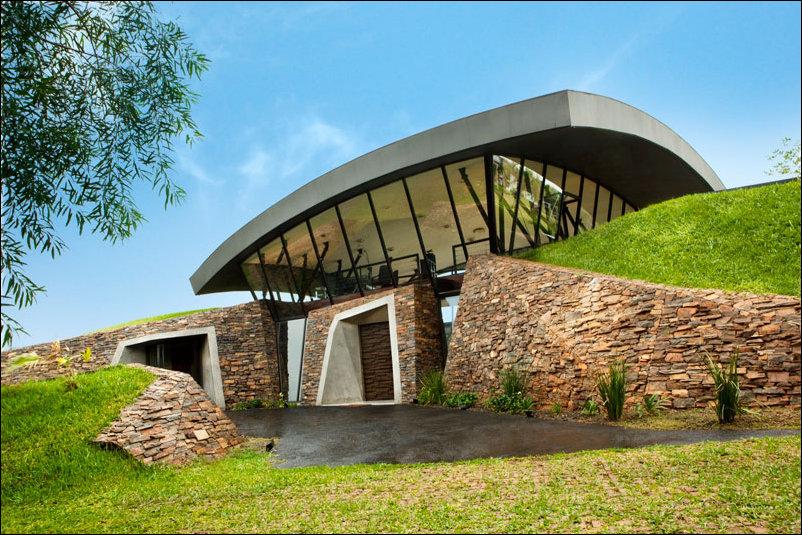 удивительный дом внутри холма