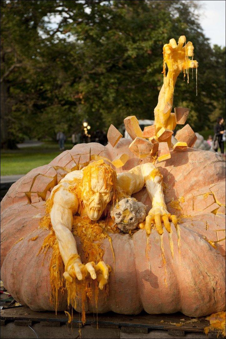Страшные скульптуры из тыкв