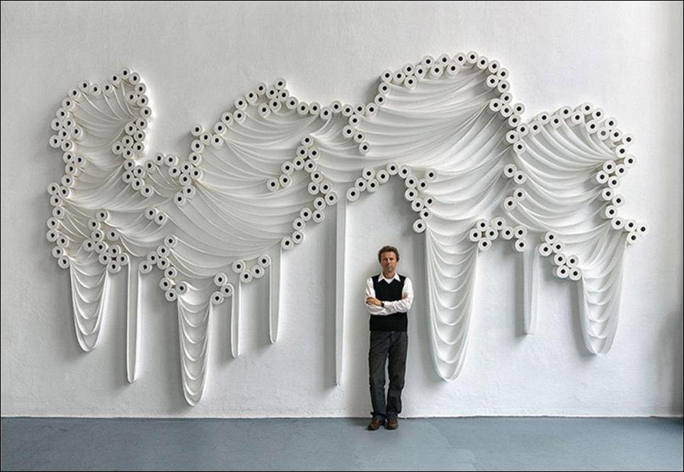 Инсталляция из туалетной бумаги