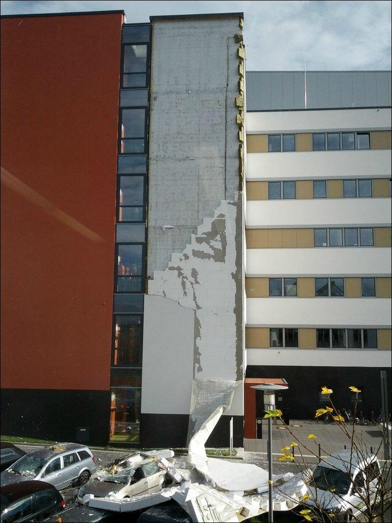 Обрушение фасада здания