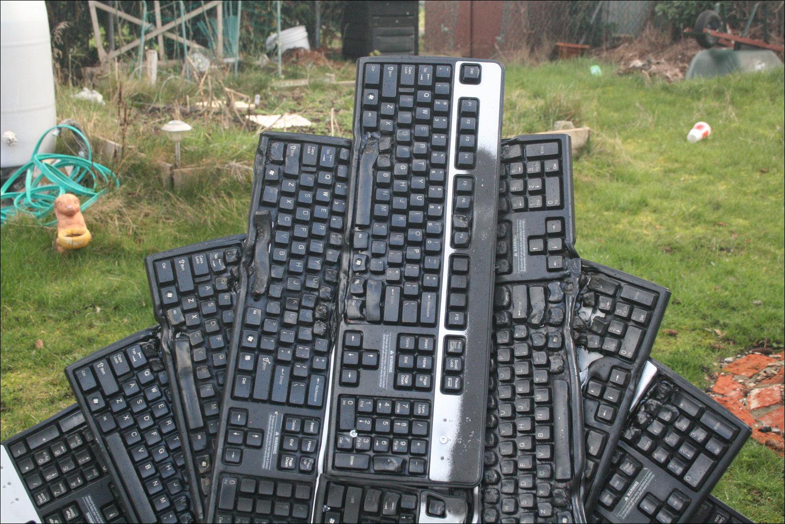 Трон из клавиатур