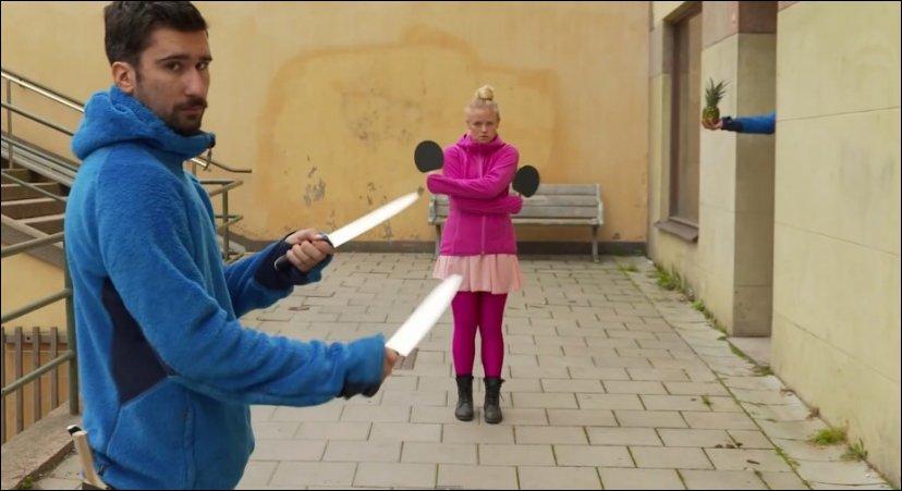 Пинг понг с ножами