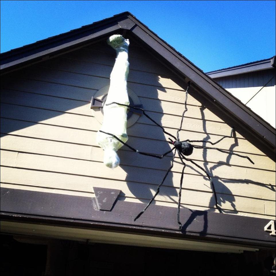 Украшение домов на Хэллоуин