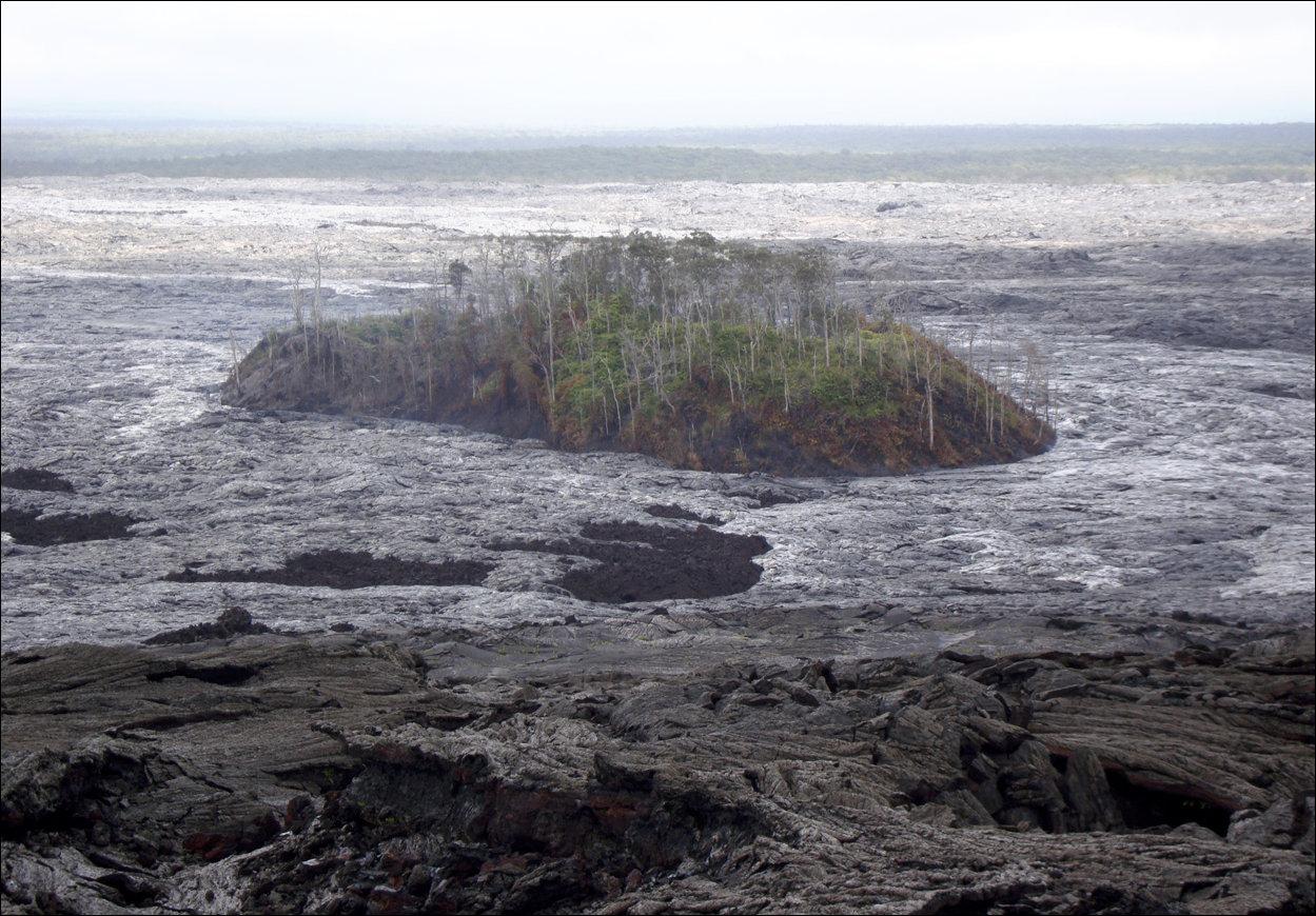 Поток лавы на Гавайях