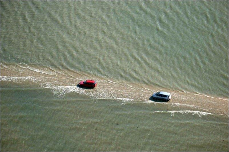 Дорога дважды в сутки уходит под воду
