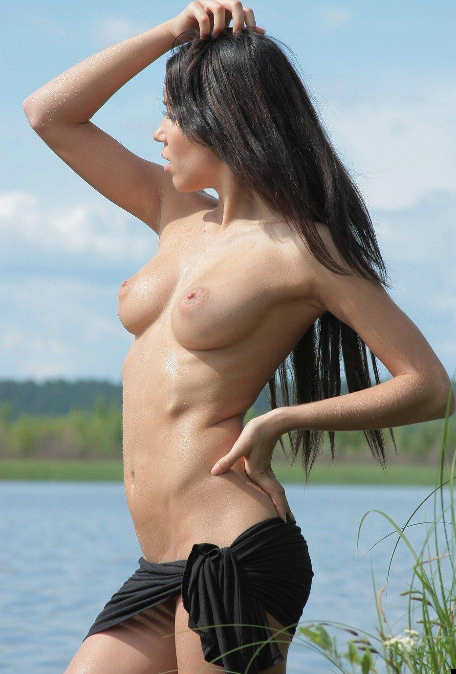 girl-on-the-lake-02