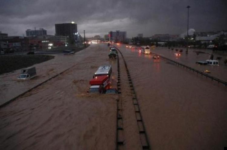 istanbul-flood-14