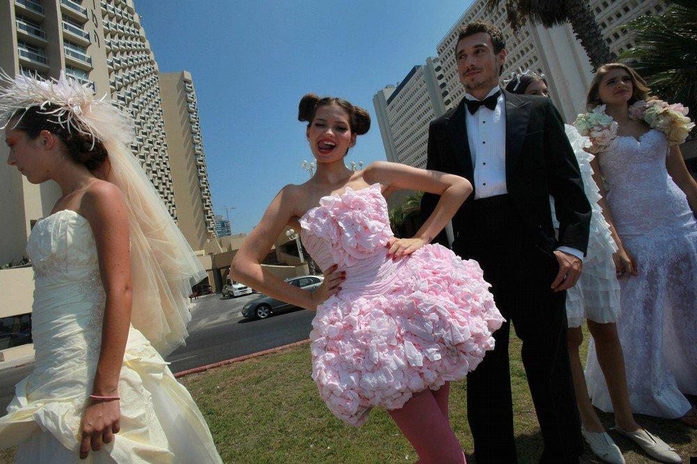 Платье из туалетной бумаги своими руками