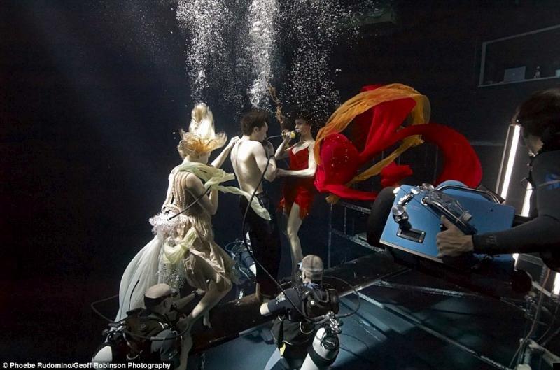 underwater-celebs-01