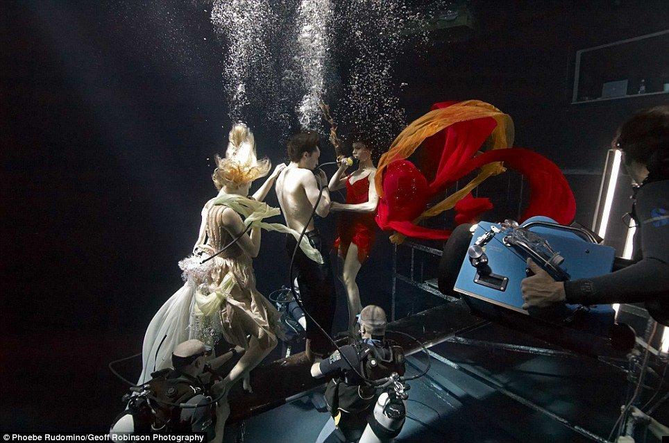 underwater-celebs-02