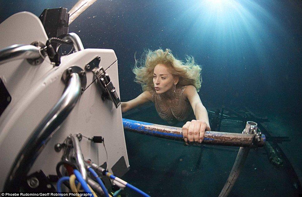 underwater-celebs-04