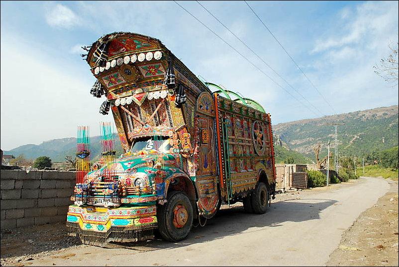 Пакистанские грузовики и автобусы