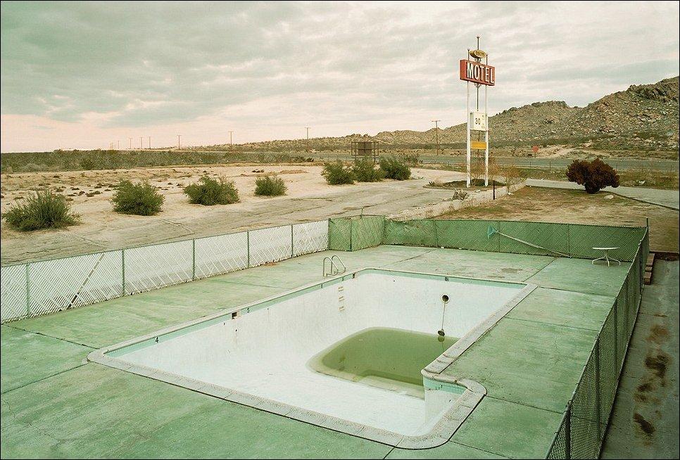 Заброшенные бассейны заброшенных мотелей США