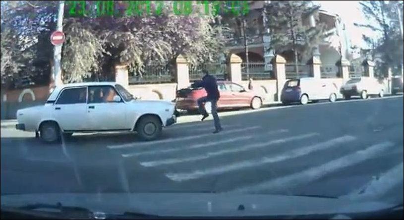Напугал пешехода