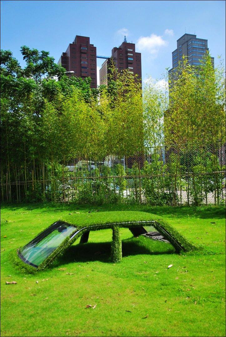 Утонули в траве