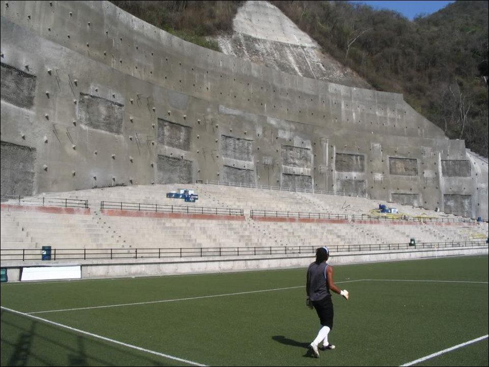 Необычные стадионы