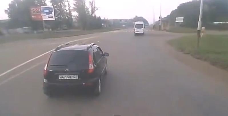 Обиженный водитель Калины бросил булыжник
