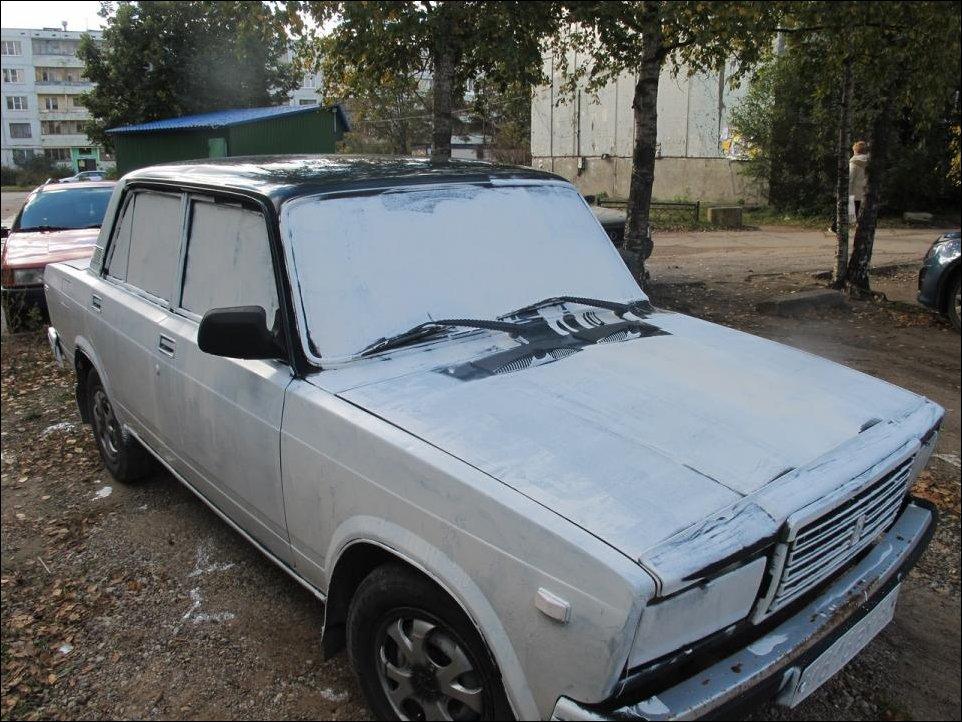ВАЗ 2107 выкрасили белой краской