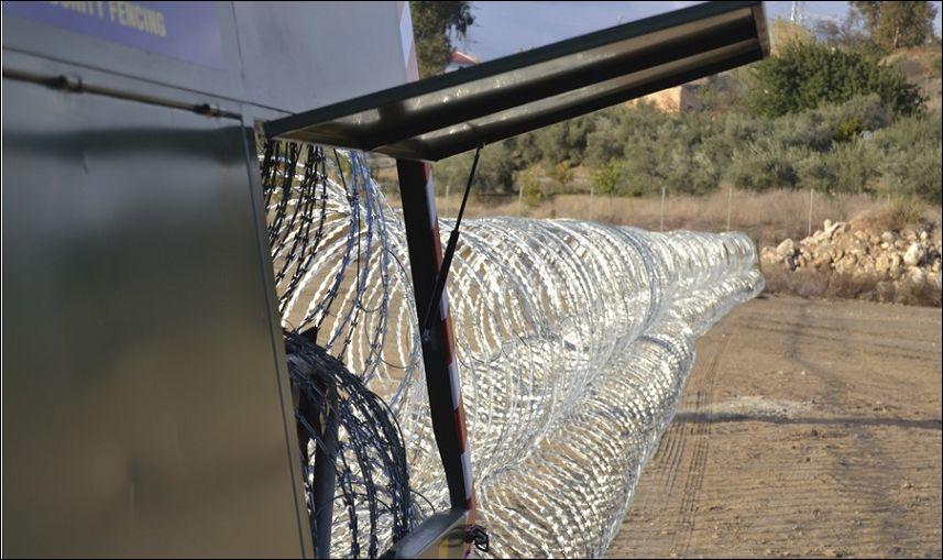 Мобильный забор из колючей проволоки
