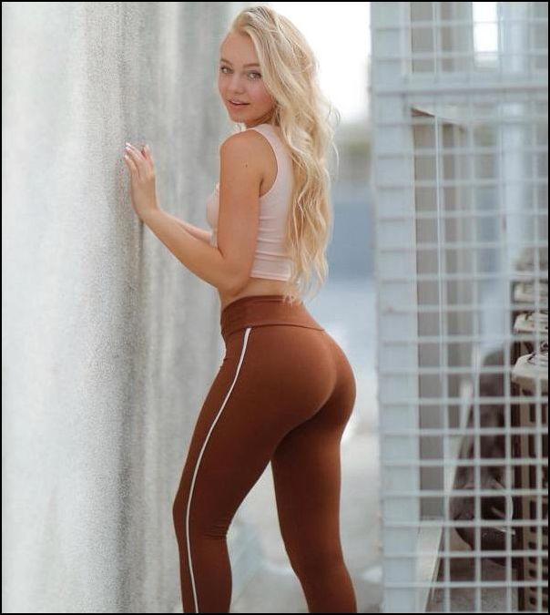 девушки в штанах для йоги