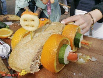 авто из хлеба и фруктов