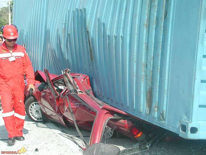 kontainer-crash-03.jpg