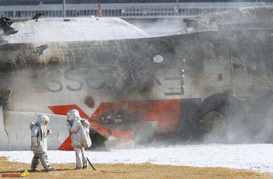 Авиакатастрофа в Японии (4 фото)
