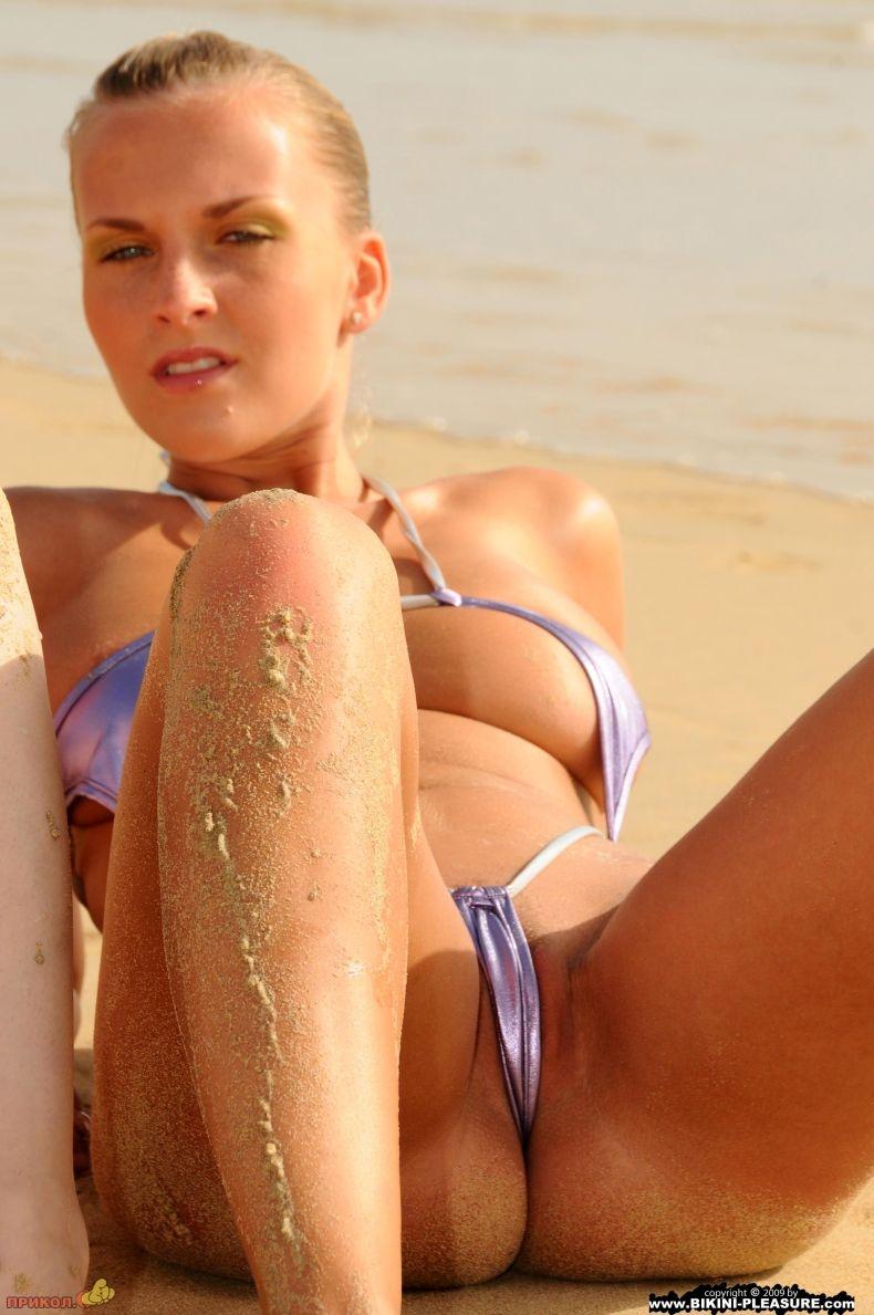 mini-bikini-12