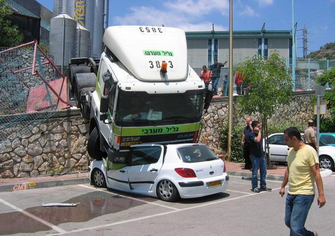 auto-crash-290309-03