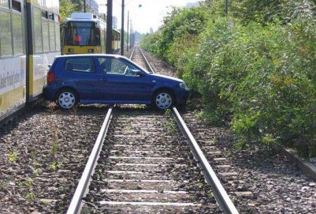 auto-crash-290309-06