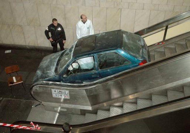auto-crash-290309-08