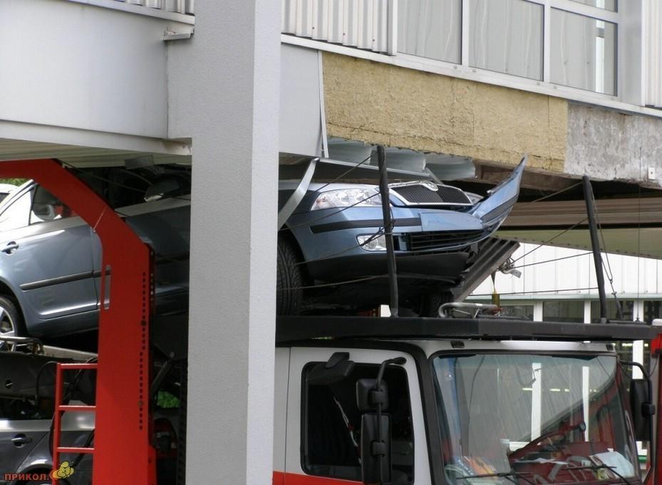 auto-crash-290309-64