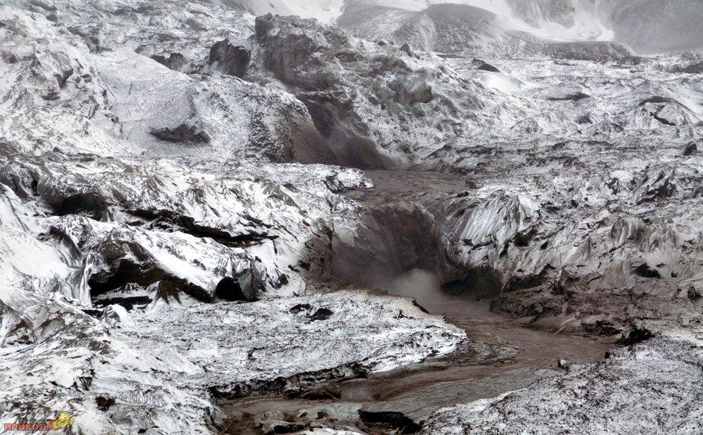 mount-redoubt-volcano-26