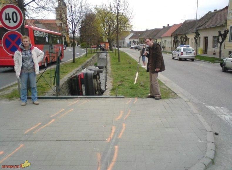 polozhil-avto-v-kanavu-02