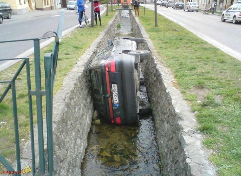 polozhil-avto-v-kanavu-04
