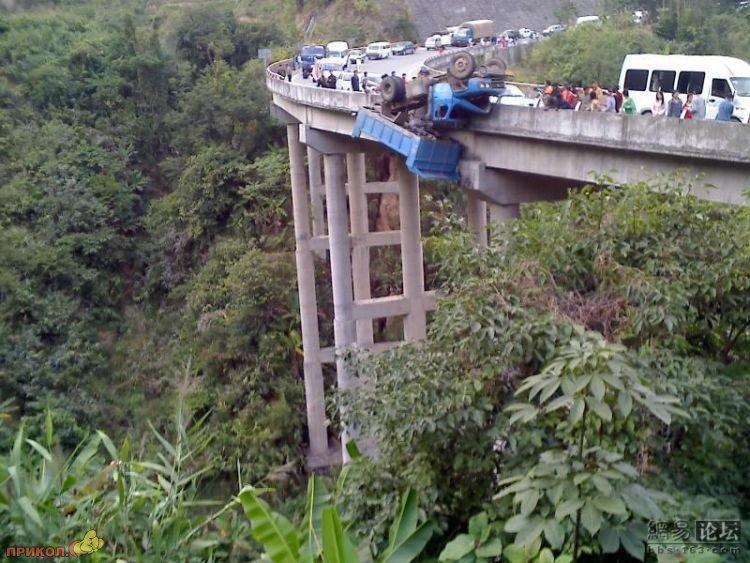 gruzovik-na-mostu-05
