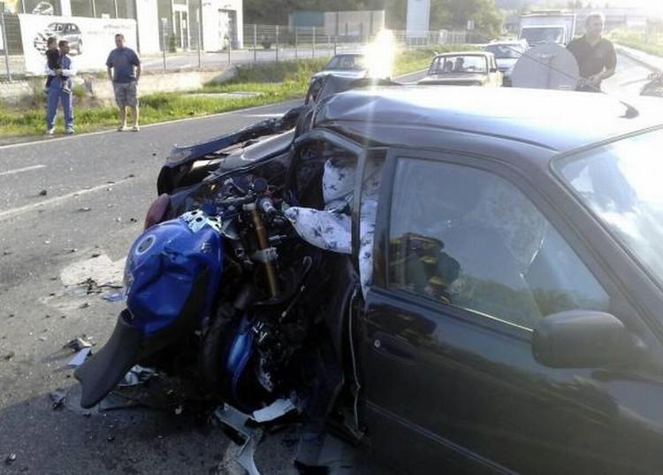 moto-car-crash-02