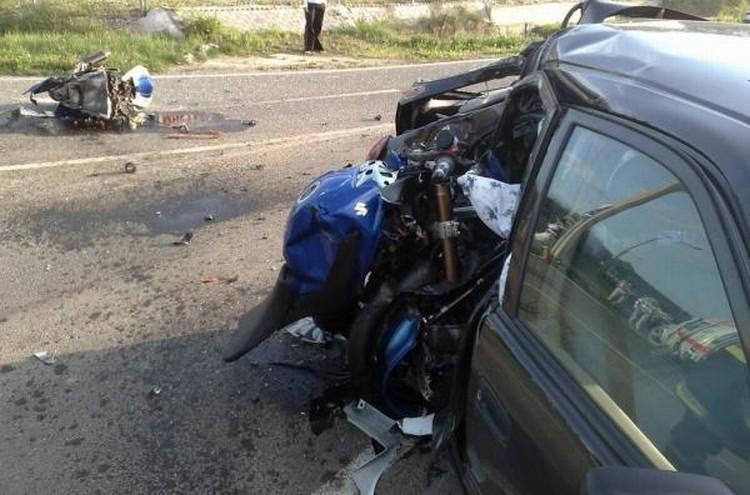 moto-car-crash-03