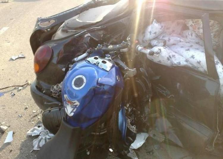 moto-car-crash-05