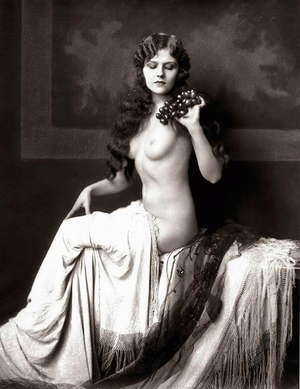 капюшончиком проросли исторические фото голых женщин они