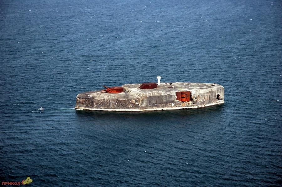 железобетонная подводная лодка