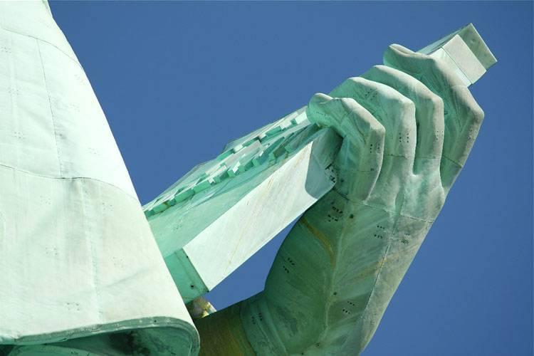 inside-liberty-statue-02