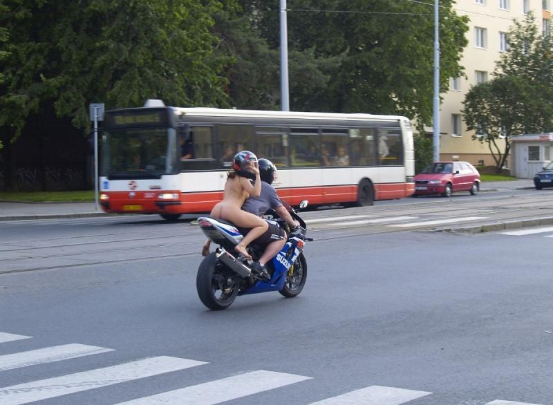 nude-on-moto-05