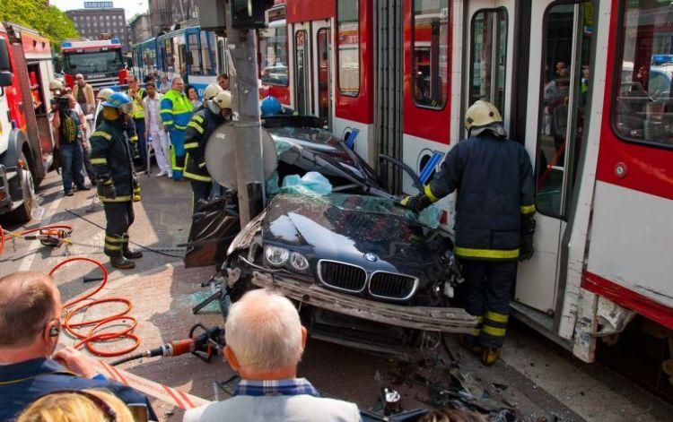 tallin-tram-accident-01