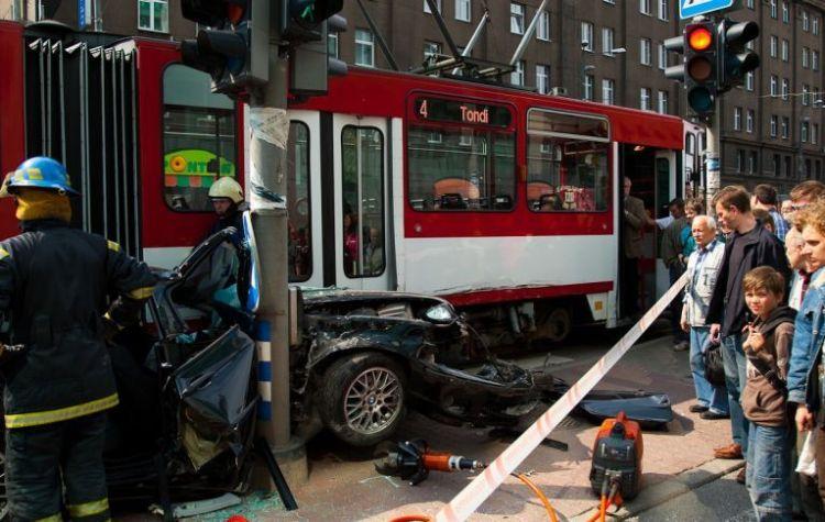 tallin-tram-accident-03