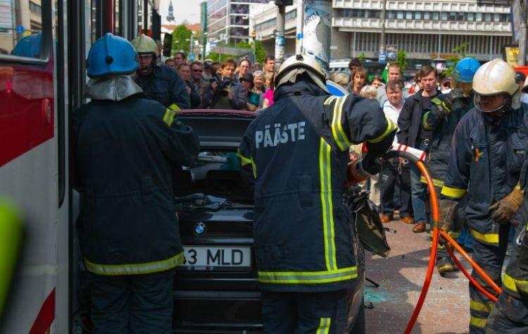 tallin-tram-accident-04