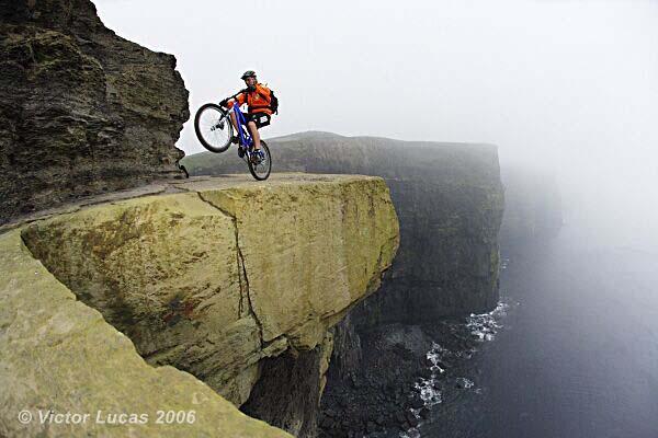 по скалам на велосипеде